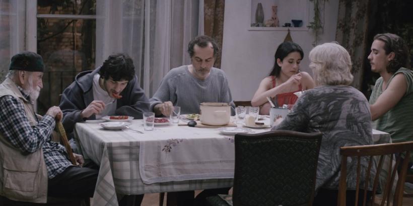 une-famille-heureuse-nana-et-simon-film-critique-premier-repas-familial